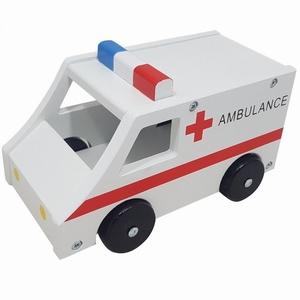 Ambulance groot met zwarte wielen